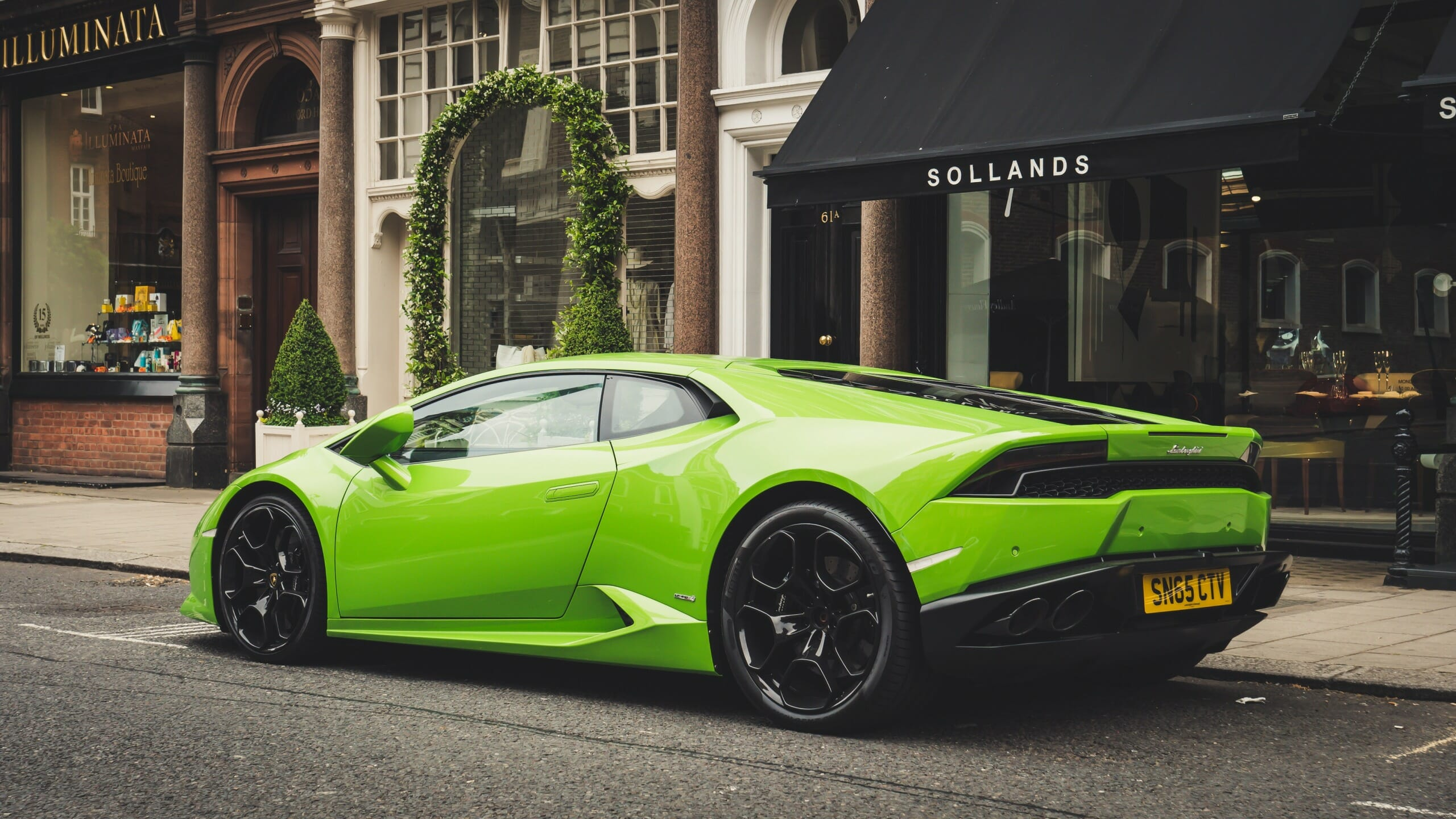 Lamborghini Huracan Is the New Green Beast With 5000L Engine